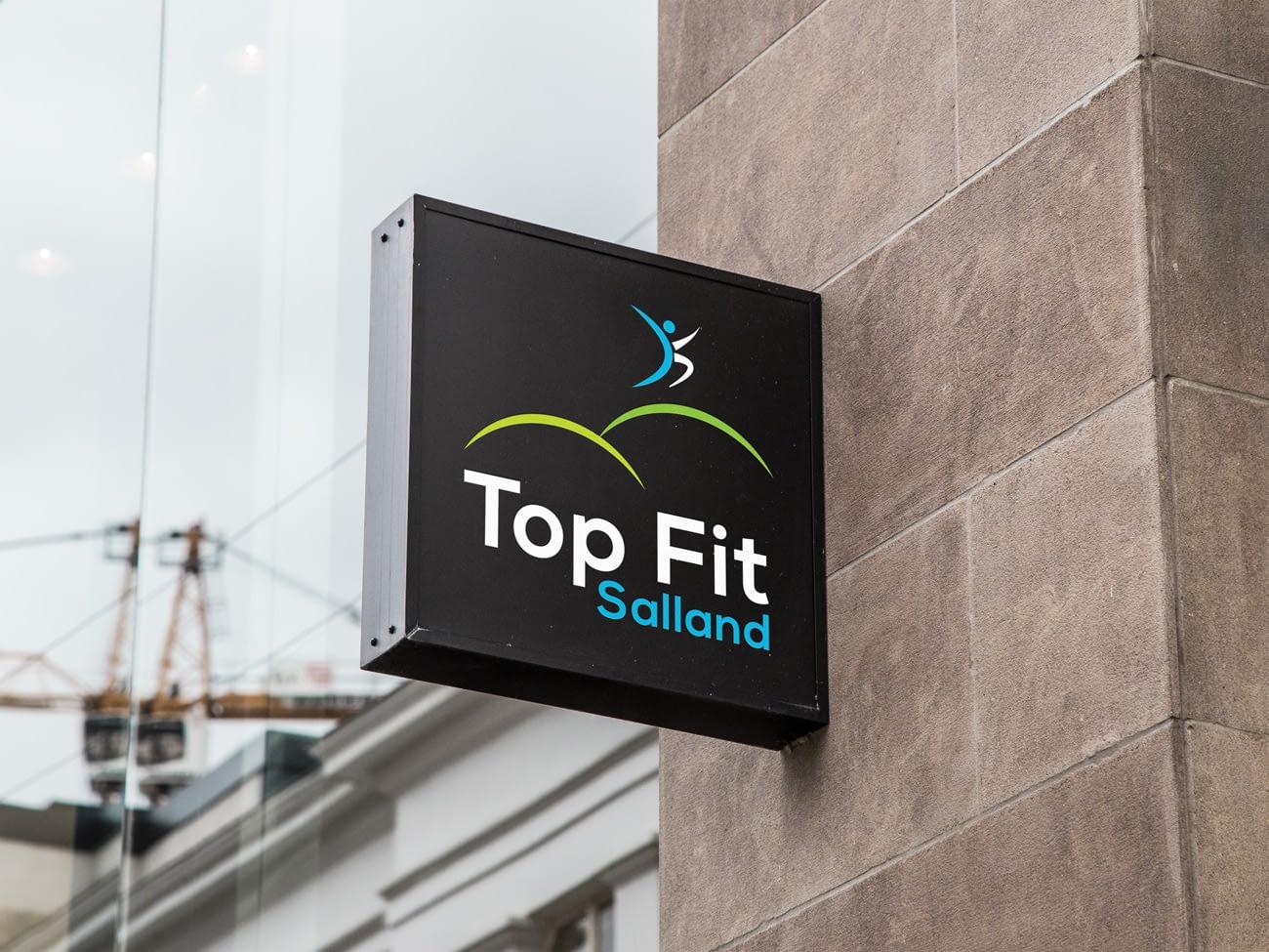 Top Fit Salland - Fris logo ontwerp op hangbord